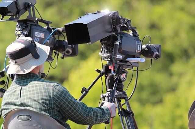 動画制作にかかるコスト。個人と企業との違い